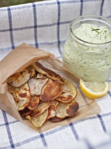 Homemade potato chips & avocado ranch dip. I'm gonna try it with sweet potatoes!