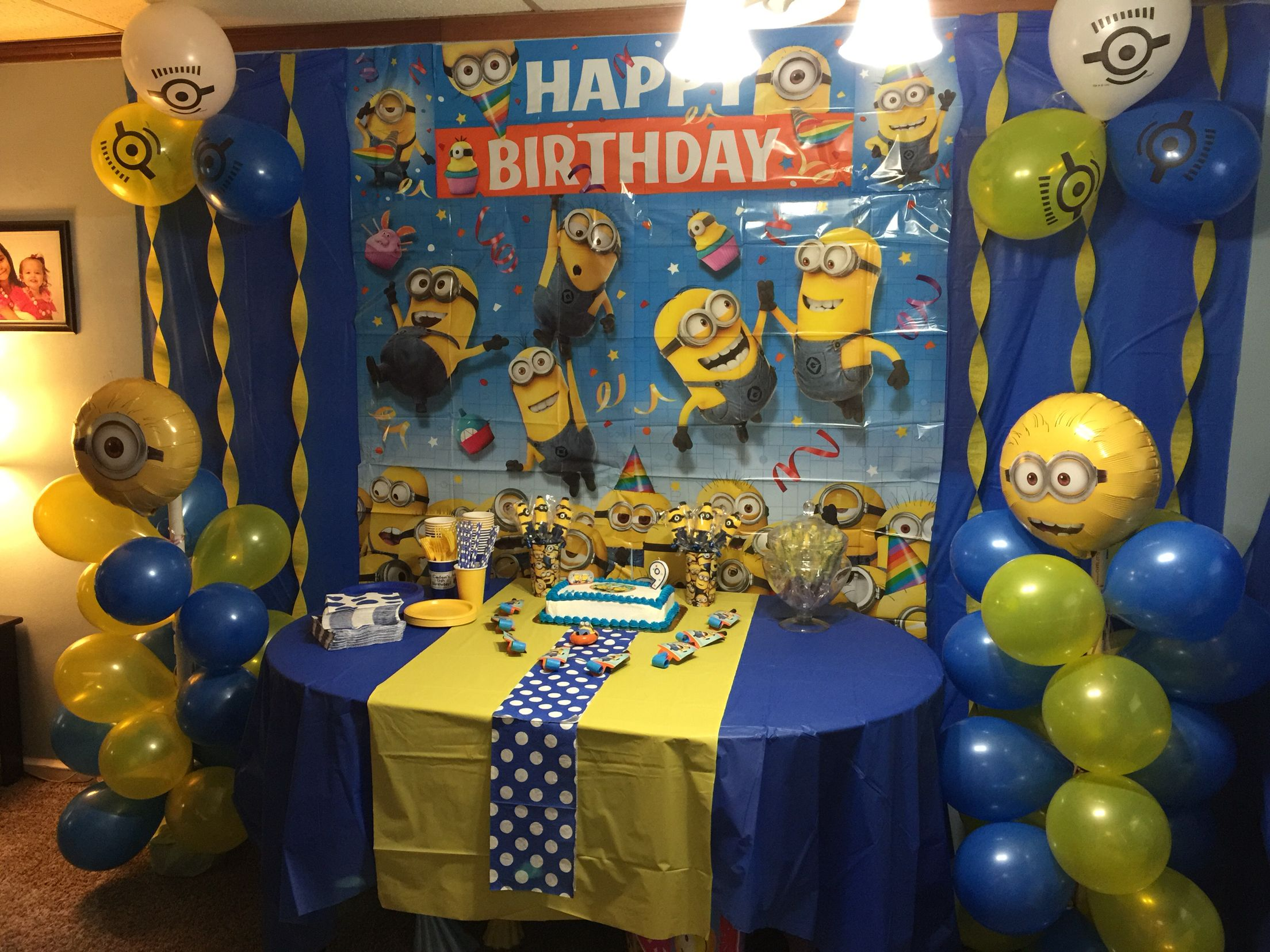 Minion party table set up | Minion birthday party, Minions ...