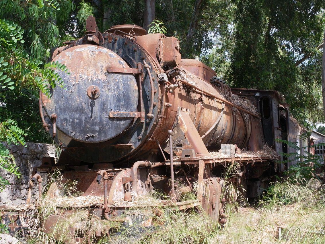 ABANDONED STEAM ENGINES, ARGOLIS, GREECE  http://www.retronaut.co/2011/10/abandoned-steam-engines-argolis-greece/#