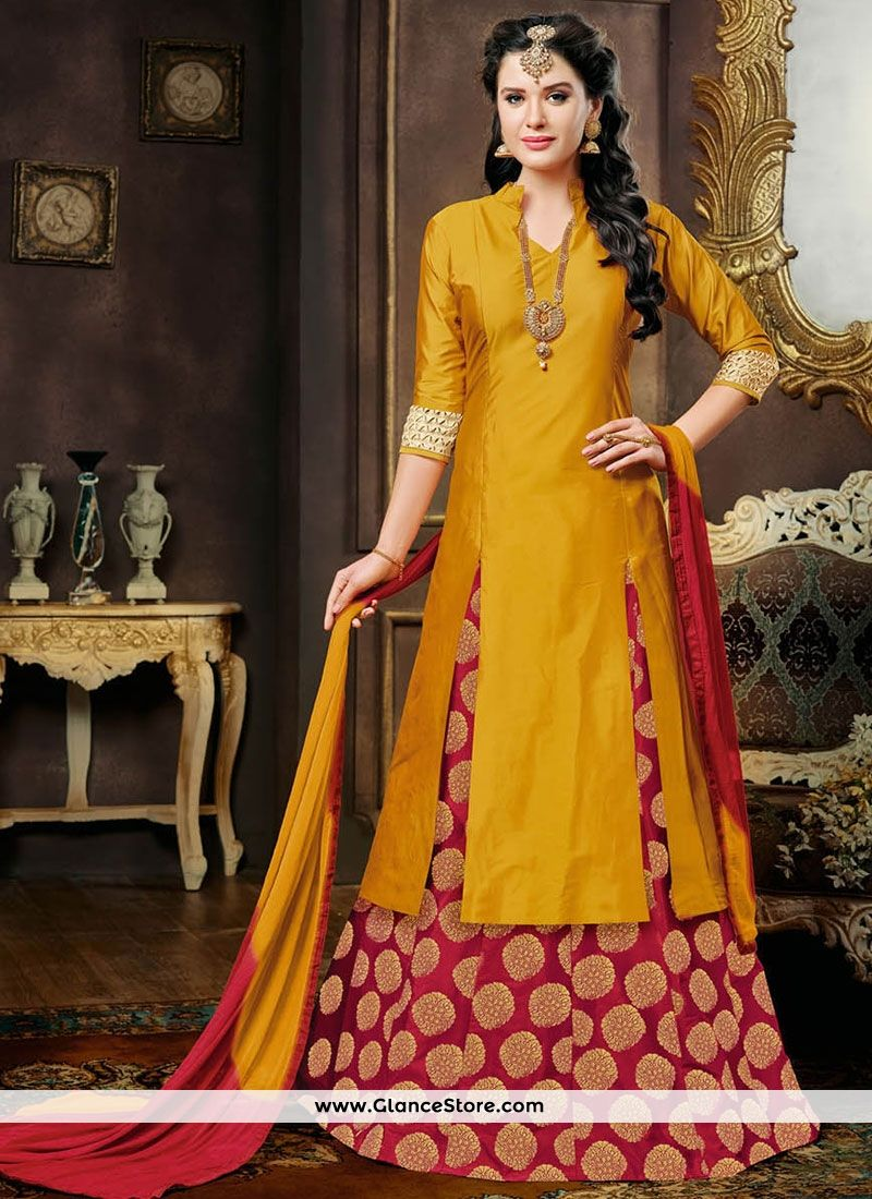 2afd0202fd4 Enticing Lehenga Choli For Mehndi