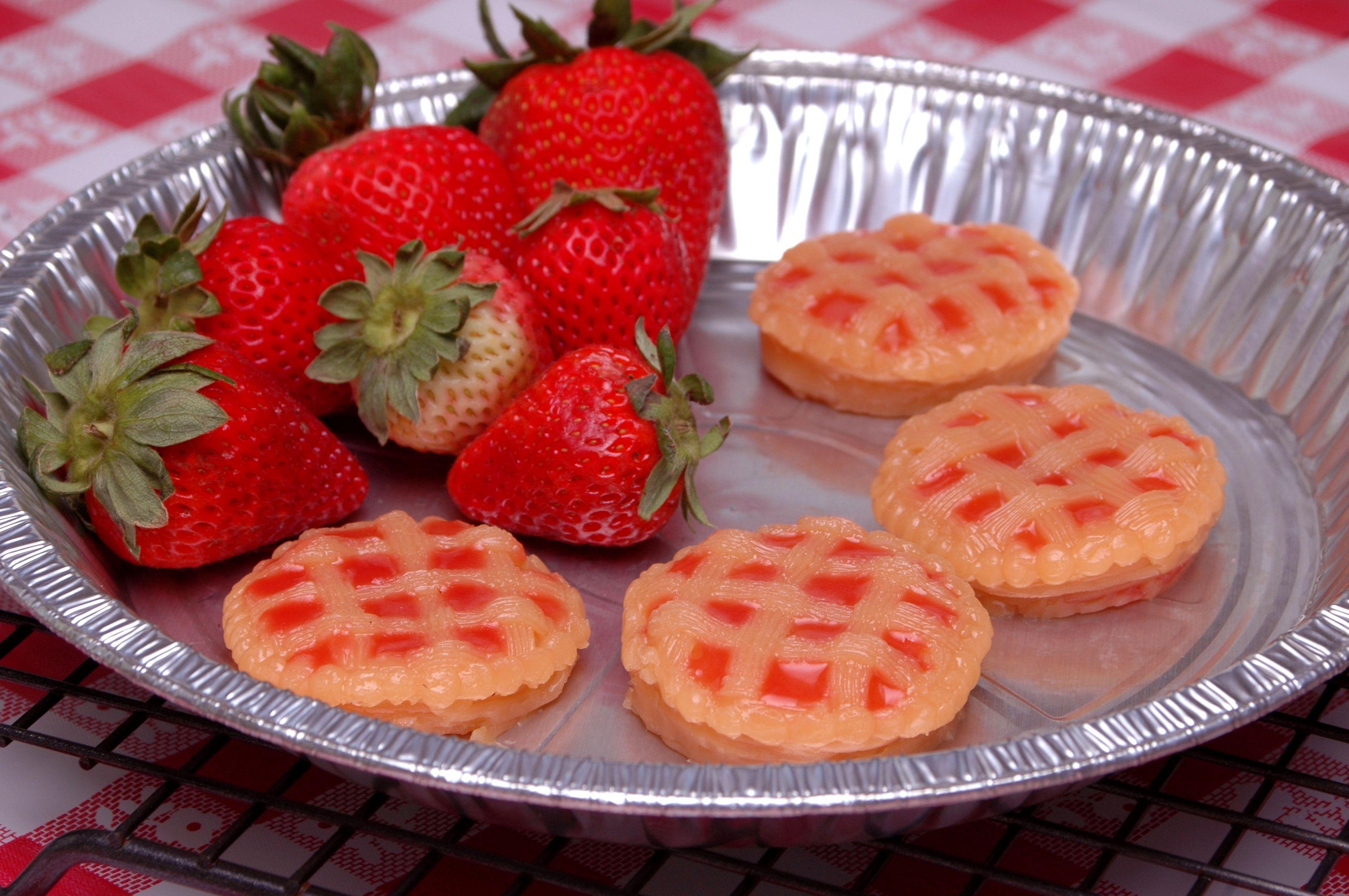 Strawberry rhubarb pie tiny jello shots