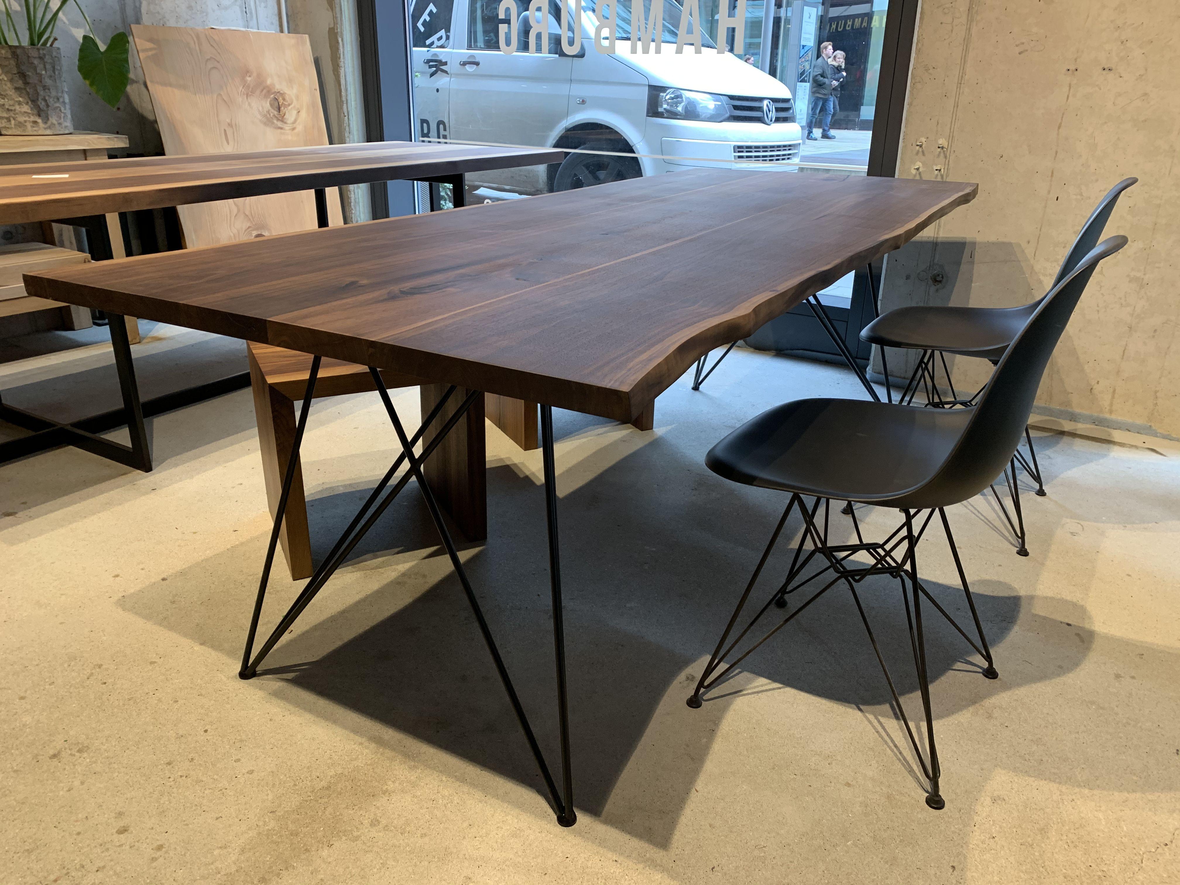 Esstisch aus Nussbaum Tischgestell filigran ...