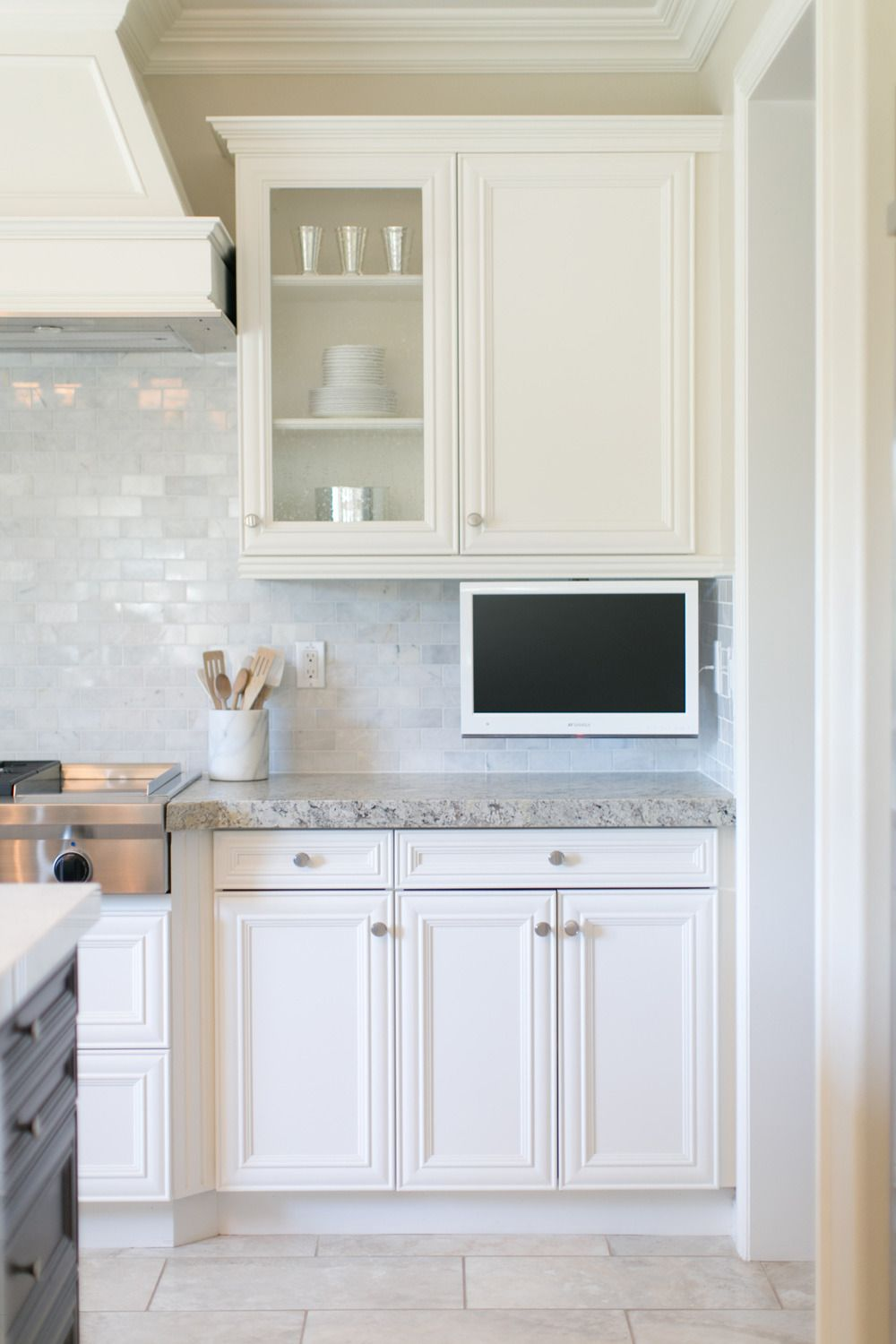 Peek Inside This Steal Worthy Los Angeles Home Dream Backyard Kitchen Countertops Tv In Kitchen Countertops