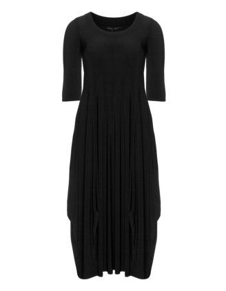 Jersey maxi dress in Black designed by Chesca to find in Category Dresses at navabi.de