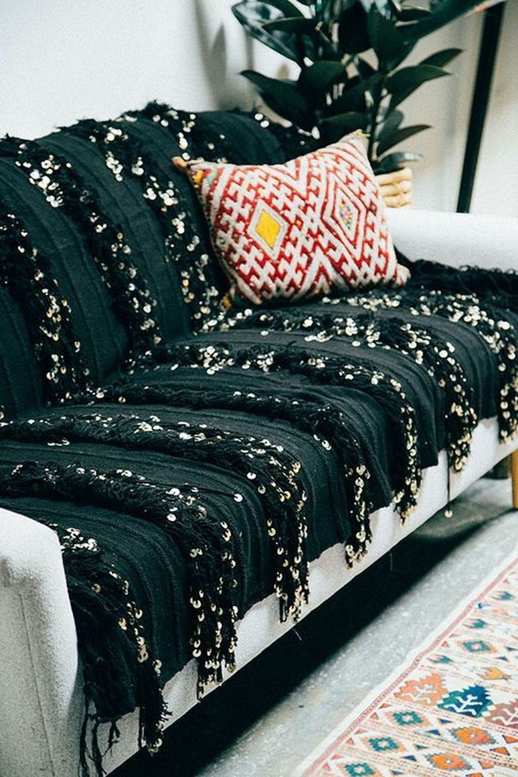 28 Remakable Bohemian Sofa Cover Designs Suitable For Living Room Livingroom Bohemian Sofacovers Bohemian Sofa Sofa Covers Home