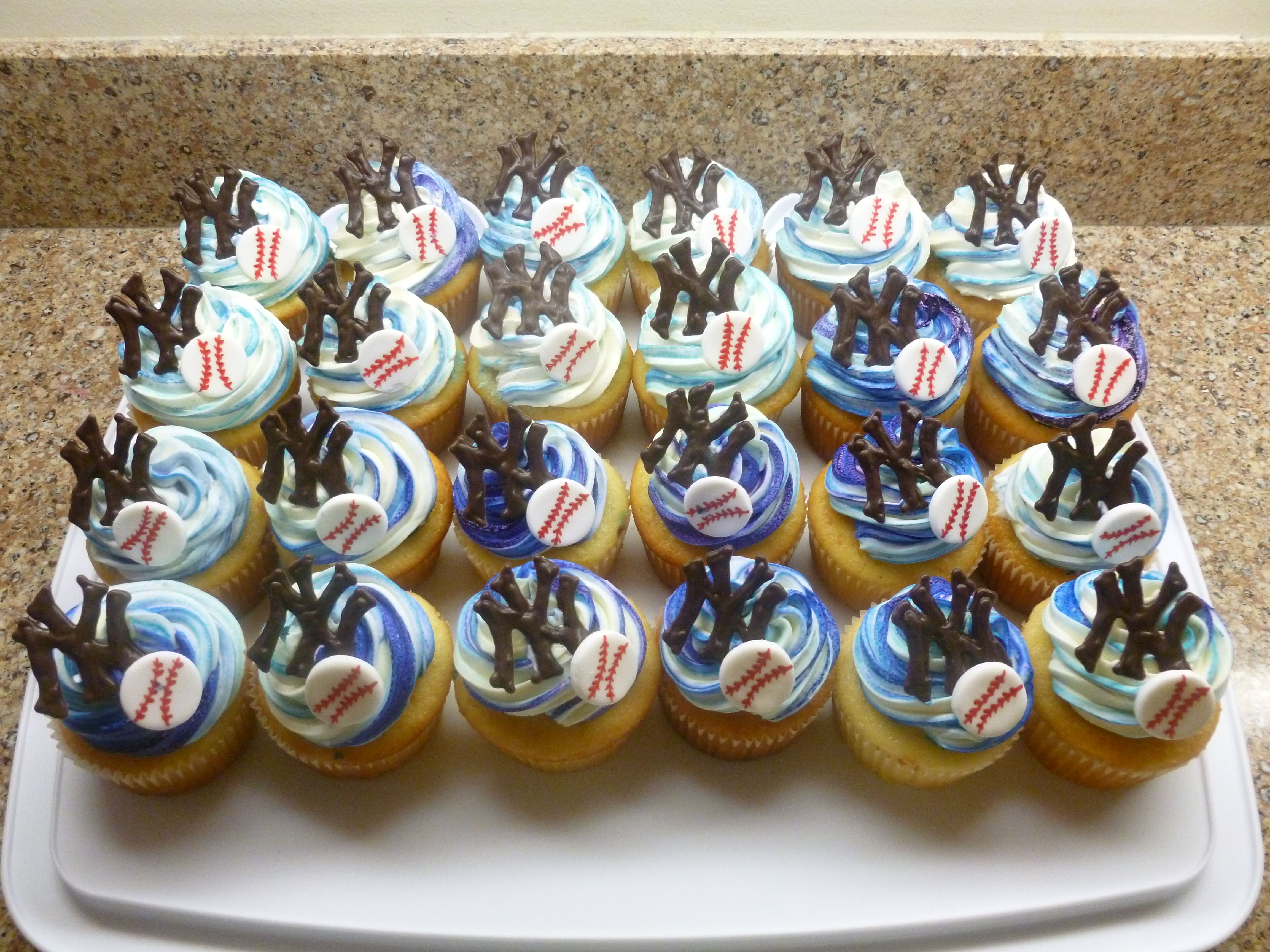New York Yankee Cupcakes The Idea Is There