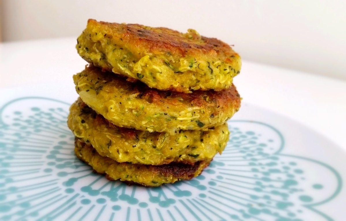 Zucchinibiffar med krämig tzatsiki