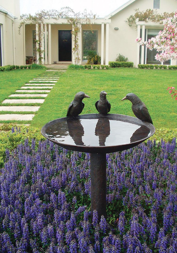 Aussie Magpie Birdbath | Willie Wildlife Sculptures