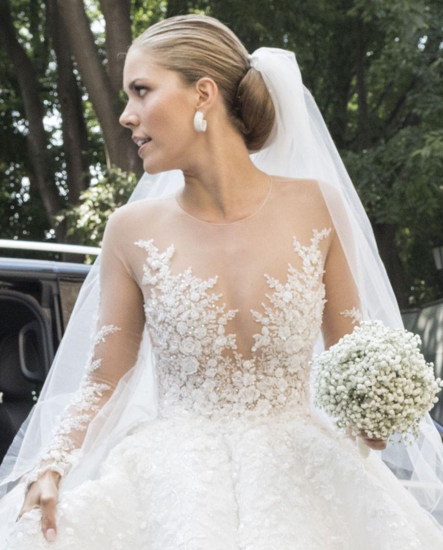 Victoria swarovski 39 s wedding dress cost over 1 million for Robes de renouvellement de voeux de mariage taille plus