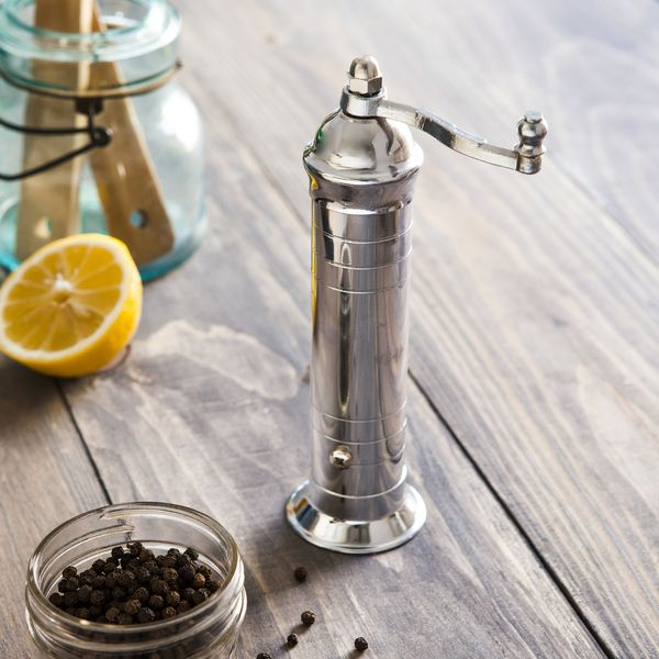 This 100-year old Greek design produces finely ground pepper with every turn of the handle. This stylish pepper mill, made exclusively for Blue Apron, is a workhorse that will last a lifetime with proper care.