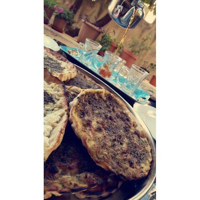 مناقيش زعتر وجبنة بزيت الزيتون البلدي وكاسة شاي بنعنع ازكى شي ممكن ينعمل عالفطور الصباحي Usembassyjordan Food 10 Things Instagram Posts
