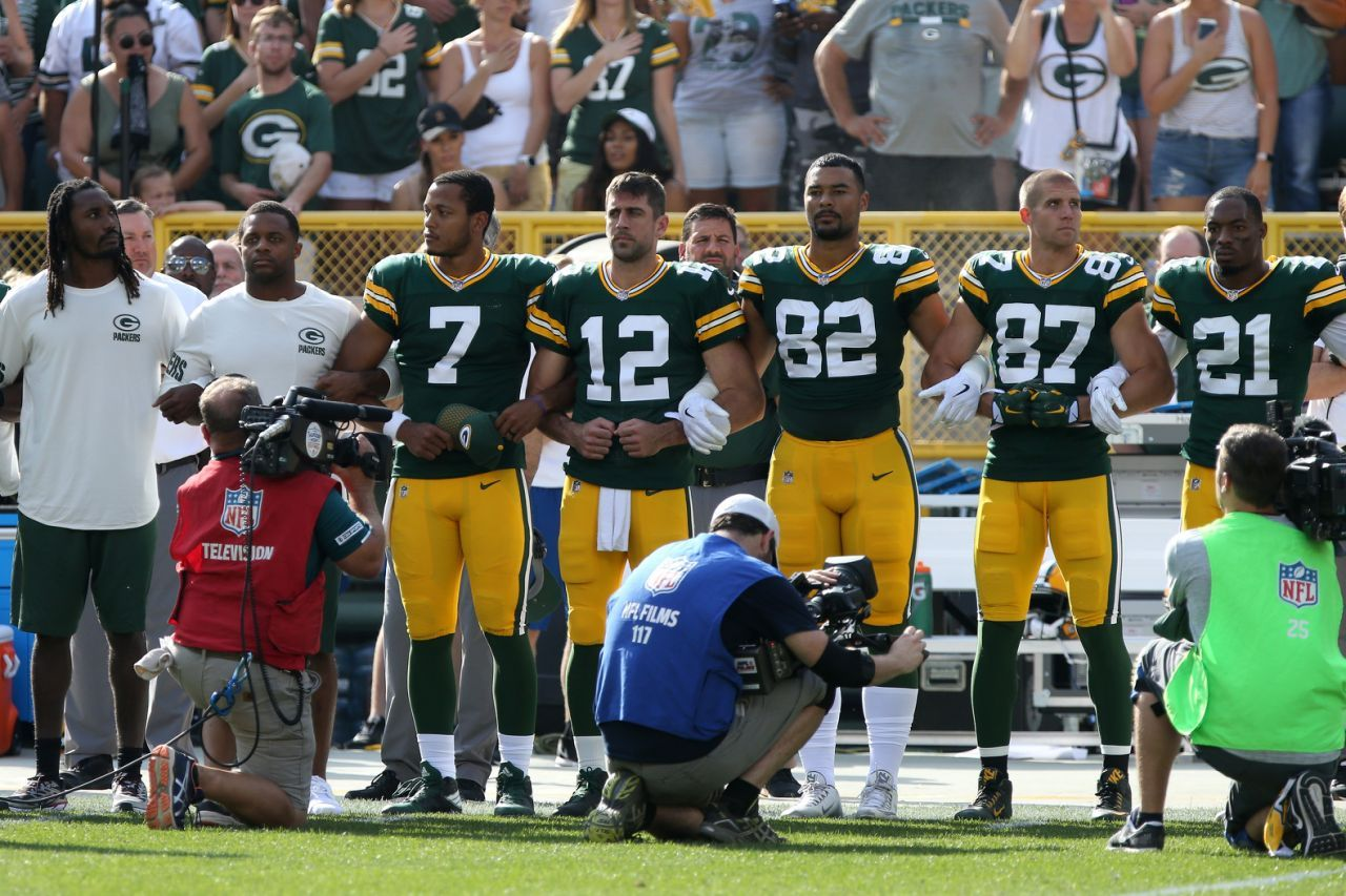 Nfl Players Protesting In Response To Trump Criticism Aaron Rodgers Nfl Nfl Players