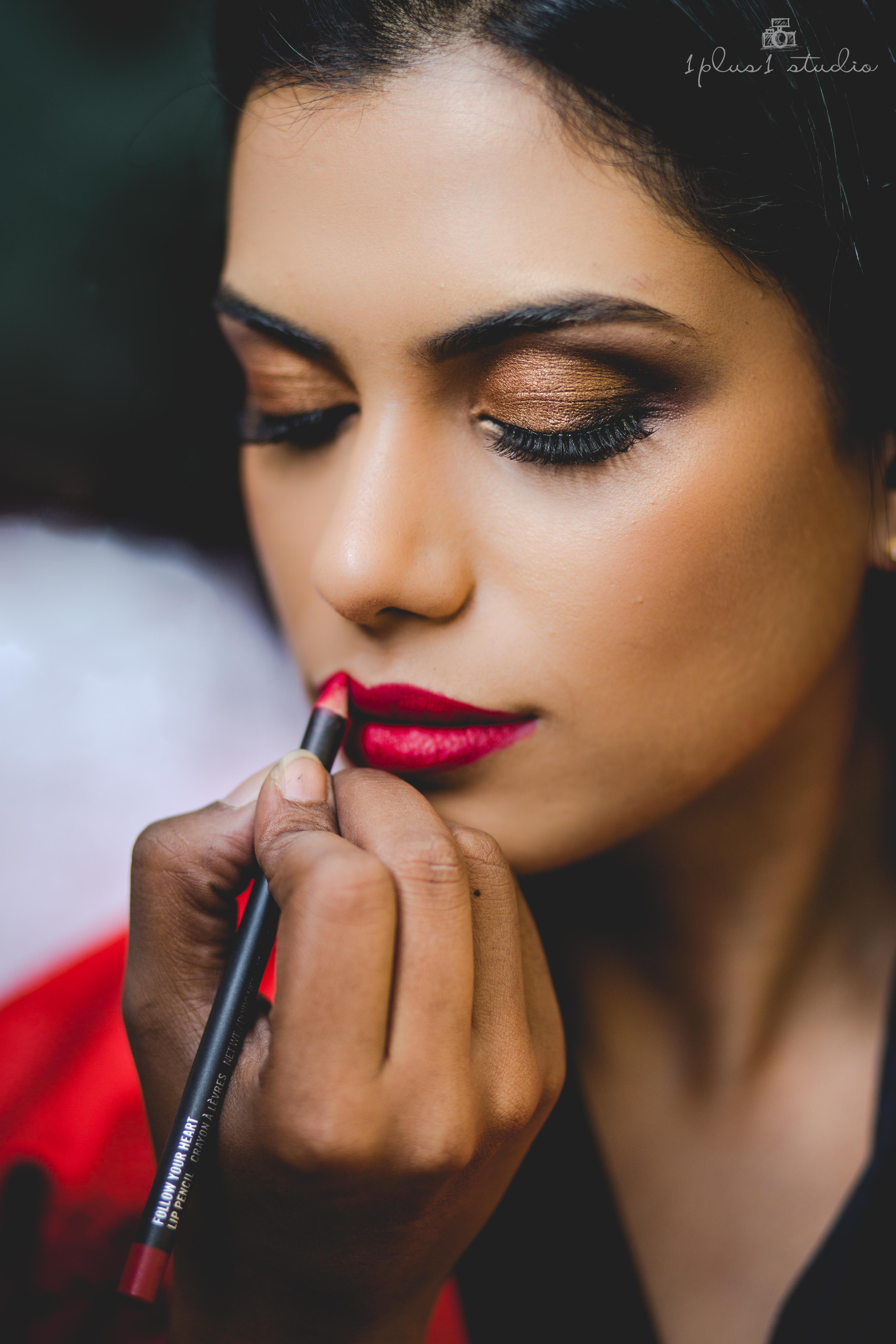 bride getting ready | make up session | wedding photography
