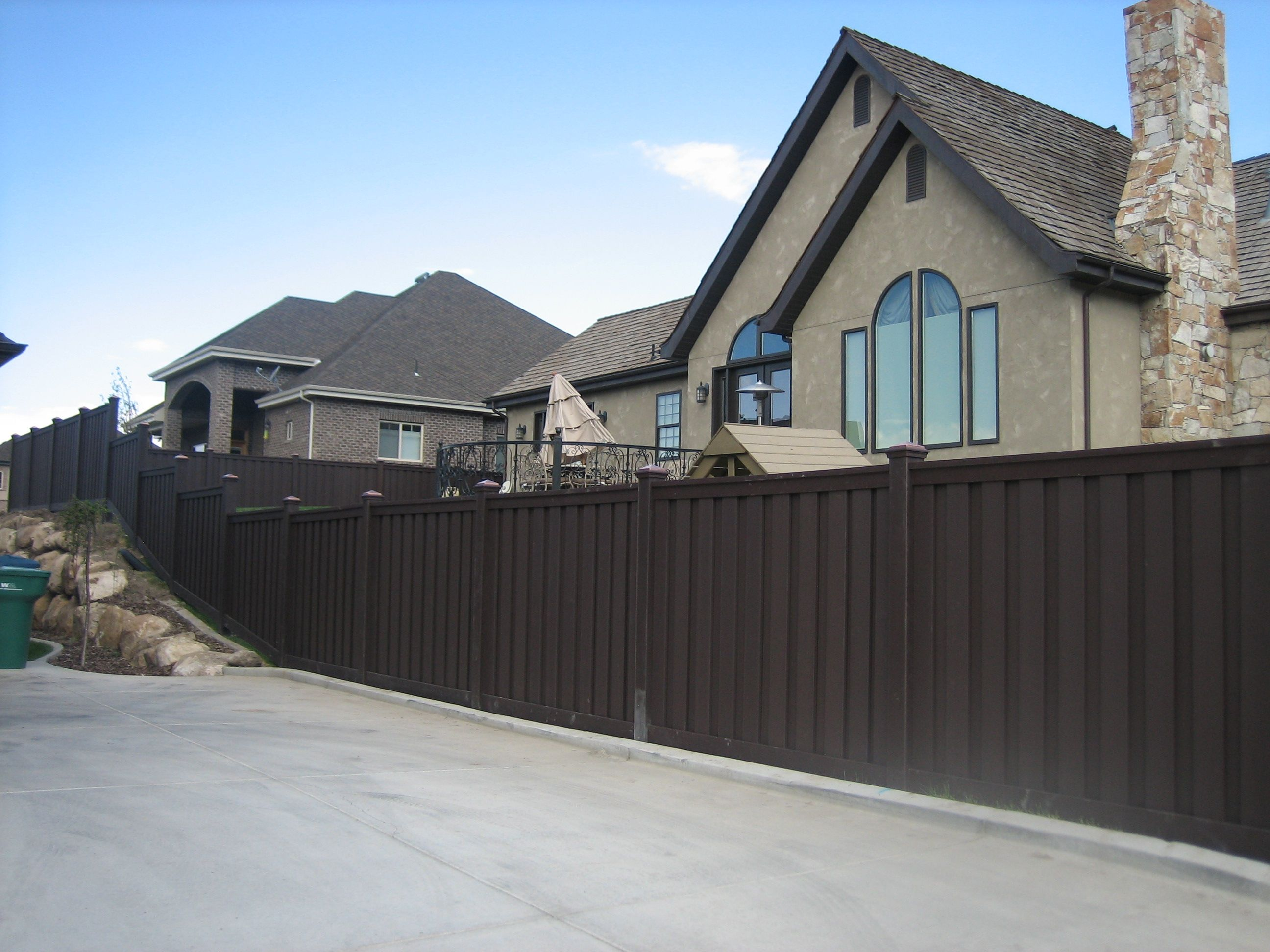 Dark brown fence that is a better alternative than vinyl fencing