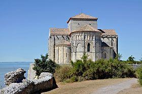 Le Chevet De L Eglise Sainte Radegonde De Talmont Surplombant L Estuaire De La Gironde Gironde Royan Et Eglise