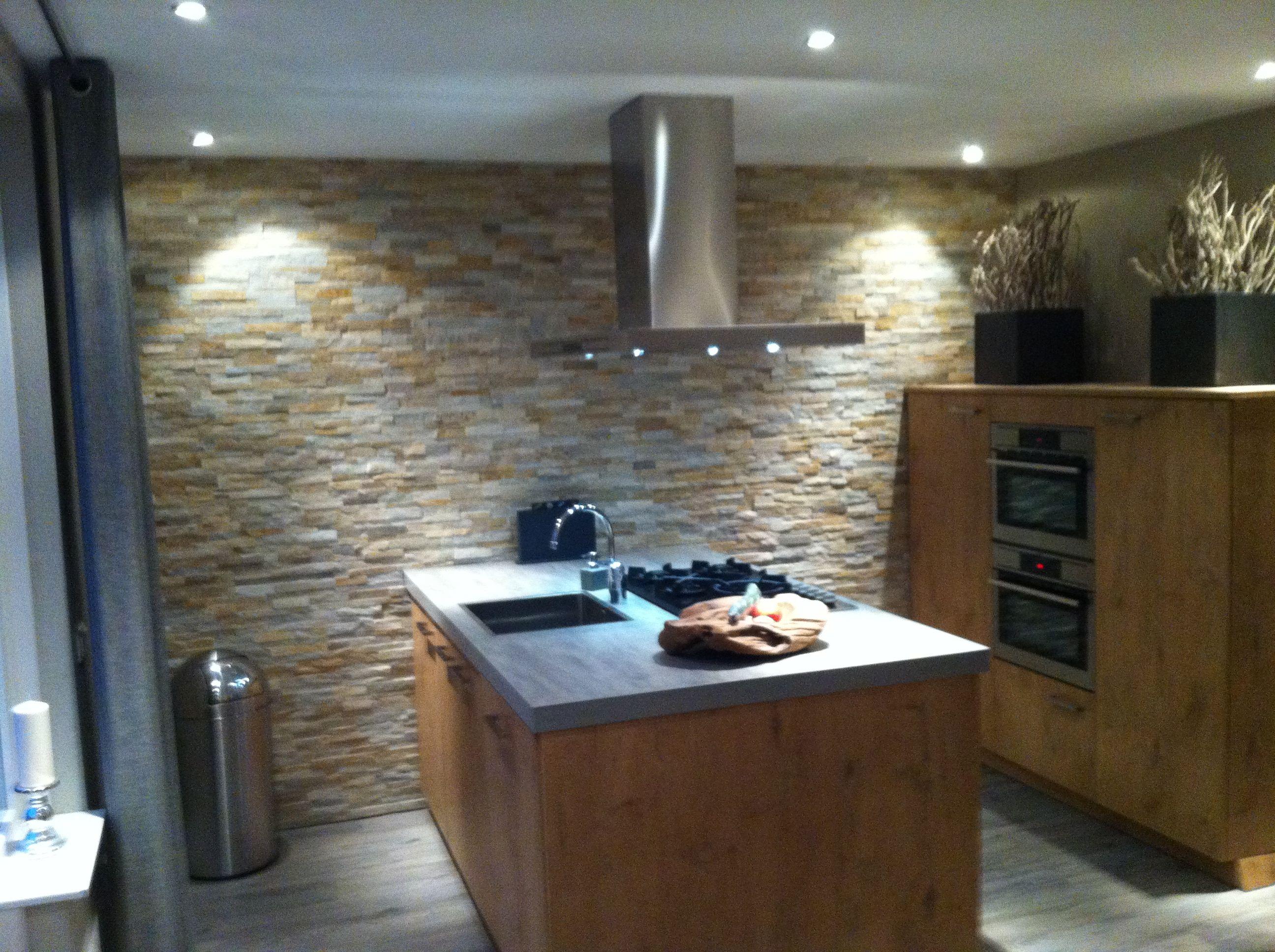 Steenstrips golden sand in de keuken tesu mooi voor de for Steenstrips woonkamer
