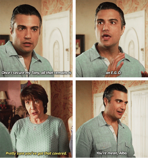 """23 Of Rogelio's Most Hilarious Quotes On """"Jane The Virgin"""