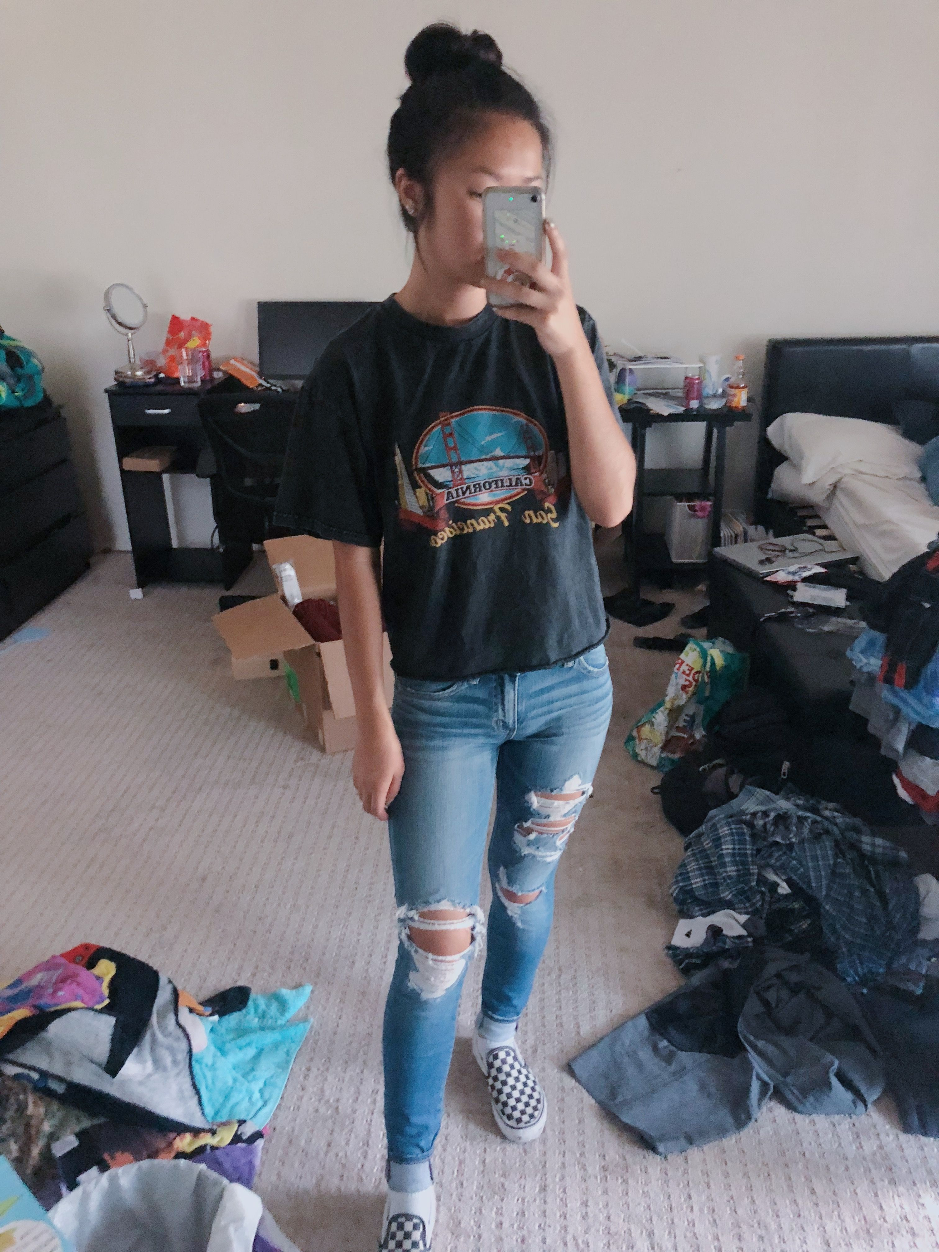 Ootd: graphic tee, ripped jeans, checkered vans | Crop top