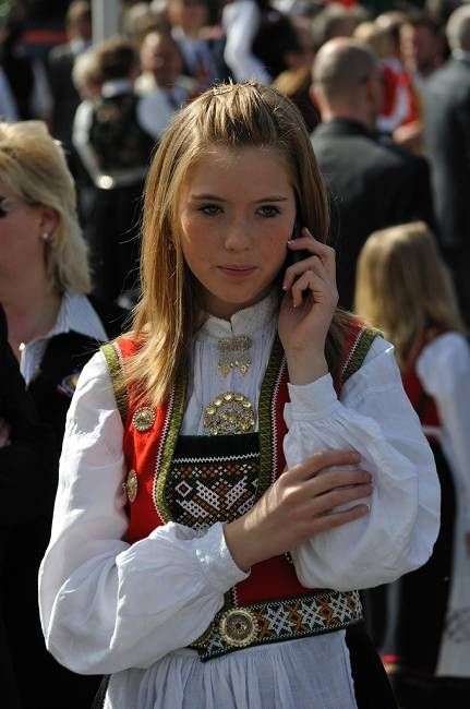 Norwegian People Norwegian Women And Sweden Men Take Positions 9 People S Daily Norway Girls Women Norwegian People