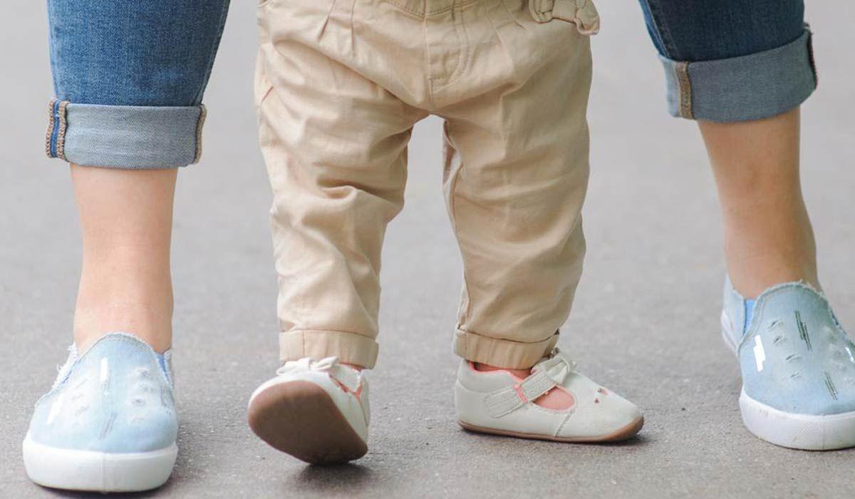 في أي عمر يمشي الطفل Wedding Sneaker Maternity Capri Pants
