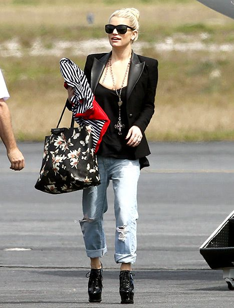 Cool Moms Club Jessica Simpson Looks Hot In Boyfriend Jeans High