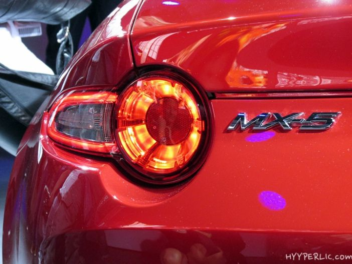Mazda MX-5 Rückleuchte und Logo auf dem Heck