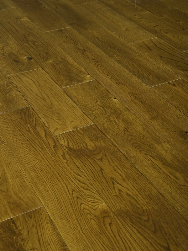 Rustic Oak Golden Stained Engineered Wood Flooring With Uv Oil