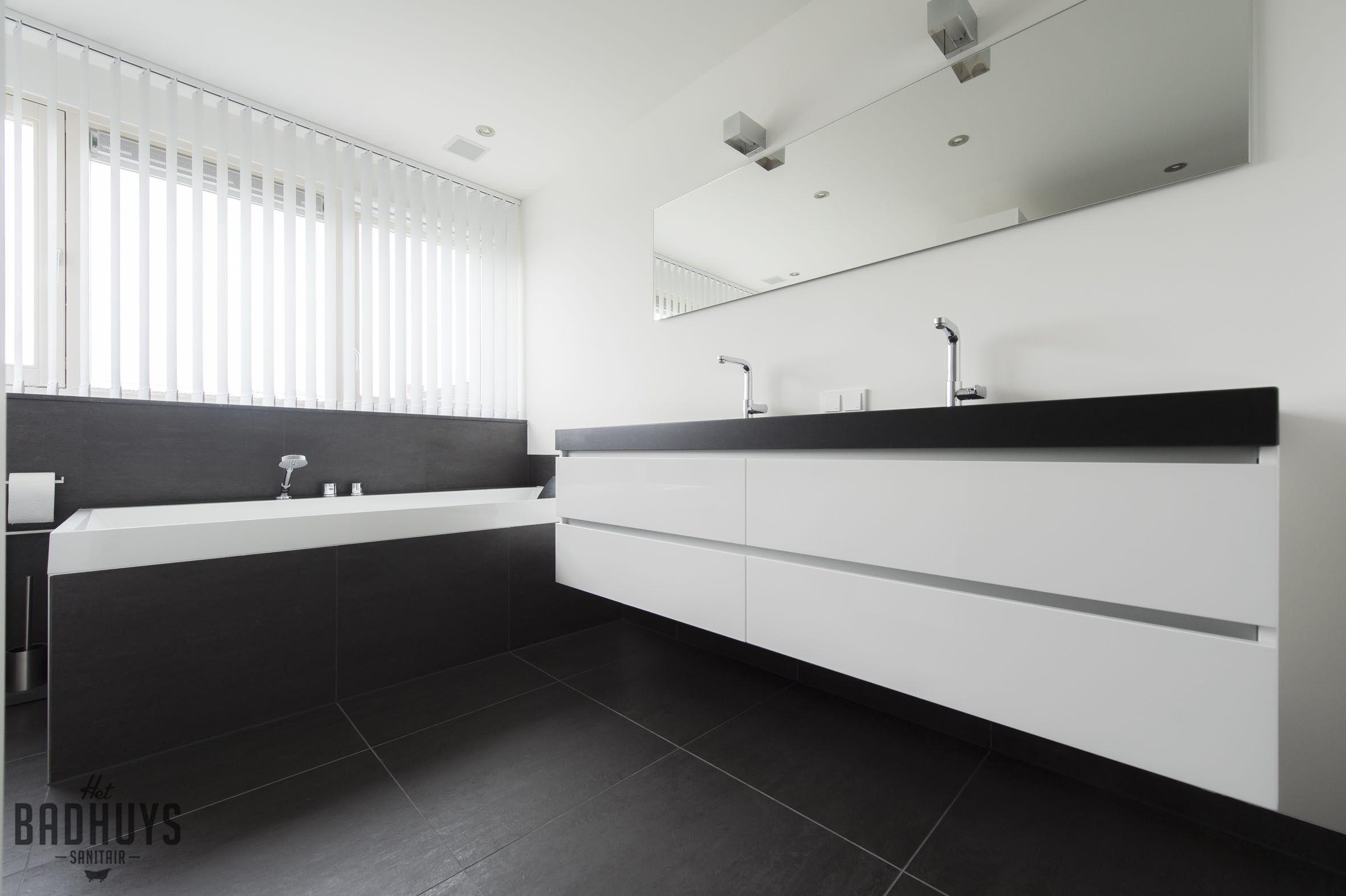 Moderne Badkamer combinatie van zwart en wit, Het Badhuys Breda ...