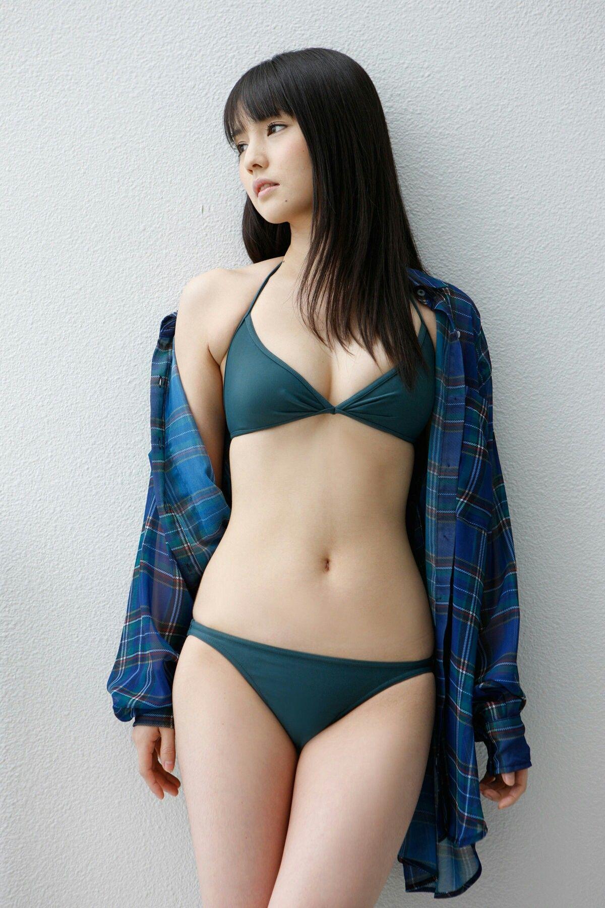 Pin oleh Roy Dharmawan di stuff | Gadis bikini, Mode wanita, Wanita