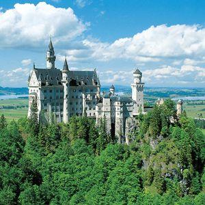 Take A Trip To See The Beautiful Landscapes Of Bavaria Where You Can Visit King Ludwig S Fairytale Neusc Neuschwanstein Schloss Neuschwanstein Neuschwanenstein