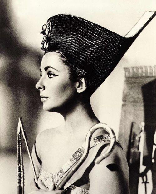 Elizabeth Taylor in publicity still for Cleopatra (1963, dir. Joseph L. Mankiewicz)