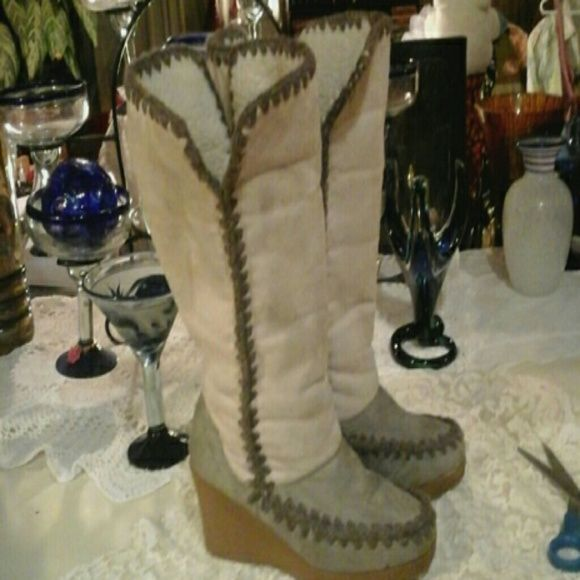 AE BOOTS***HOST PIC!!***5/5/2015 :) In very good condition other than being a little dirty. Keeping price low due to that. Great comfy boots I can no longer wear due to back issues. American Eagle Outfitters Shoes