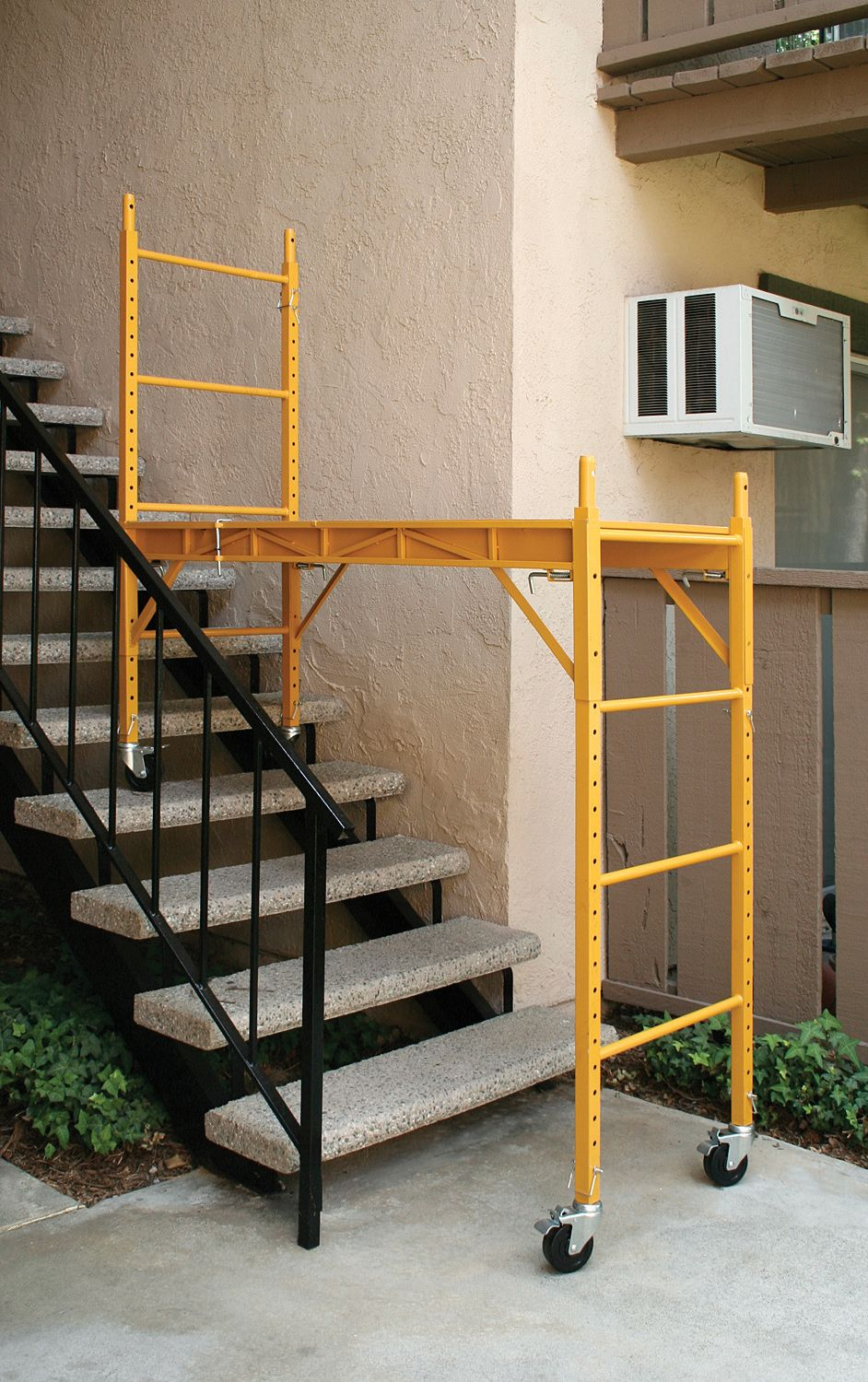 Reach For The Sky The 6 Stackable Baker Style Utility Scaffold Easily Adjusts So You Always Have A Level Wor Andamios Portatiles Andamio Herramientas Caseras