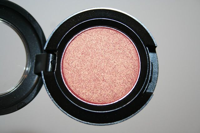 MAC eyeshadow Expensive Pink