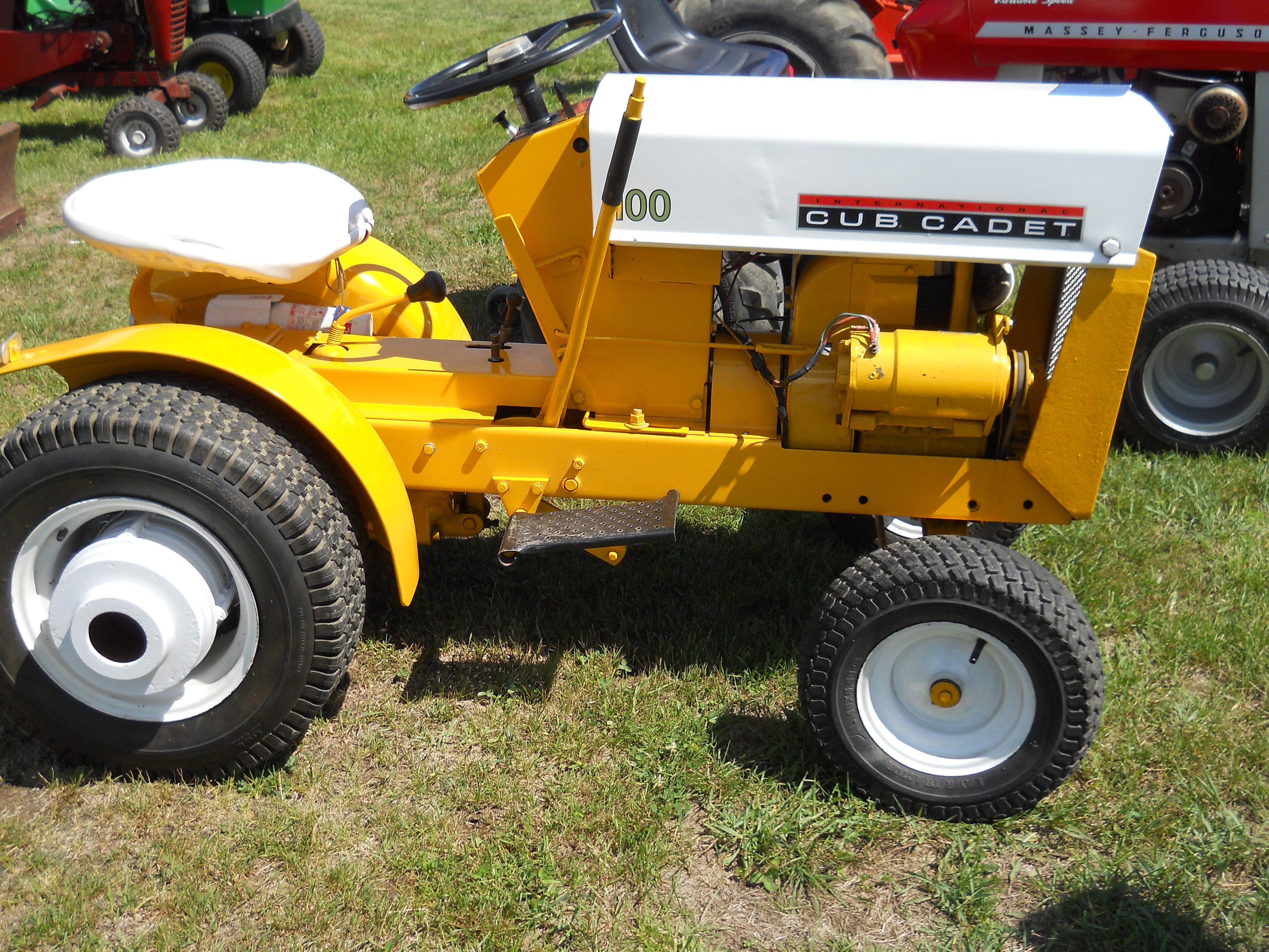 cub cadet 100 tractor lawn mowers very small tractors. Black Bedroom Furniture Sets. Home Design Ideas