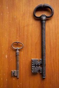 How To Identify Your Old Keys Old Keys Antique Keys Skelton Key