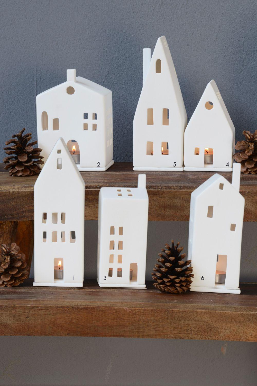 ein klassiker zur weihnachtszeit lichth user aus unglasiertem porzellan in verschiedenen. Black Bedroom Furniture Sets. Home Design Ideas