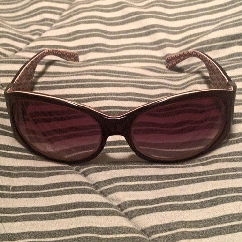 Vintage Coach sunglasses 'Suzie' Burgundy. Discontinued item, you can't find it anywhere anymore. Pre-loved good condition. No case.