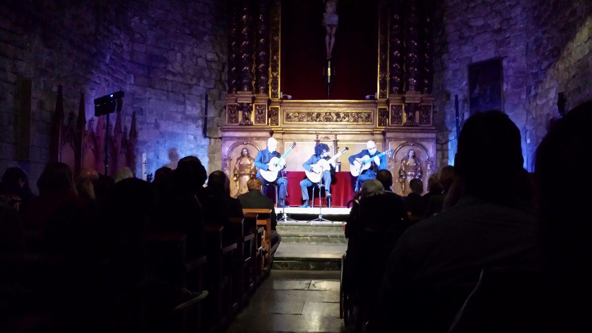 Concierto de guitarras flamencas. Basìlica de Santa Maria del Pi. Barcelona.