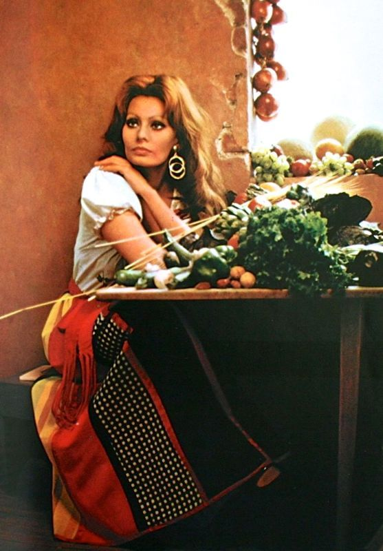 Sophia Loren, In Cucina Con Amore, 1971 | Beauty Queen from a Movie ...