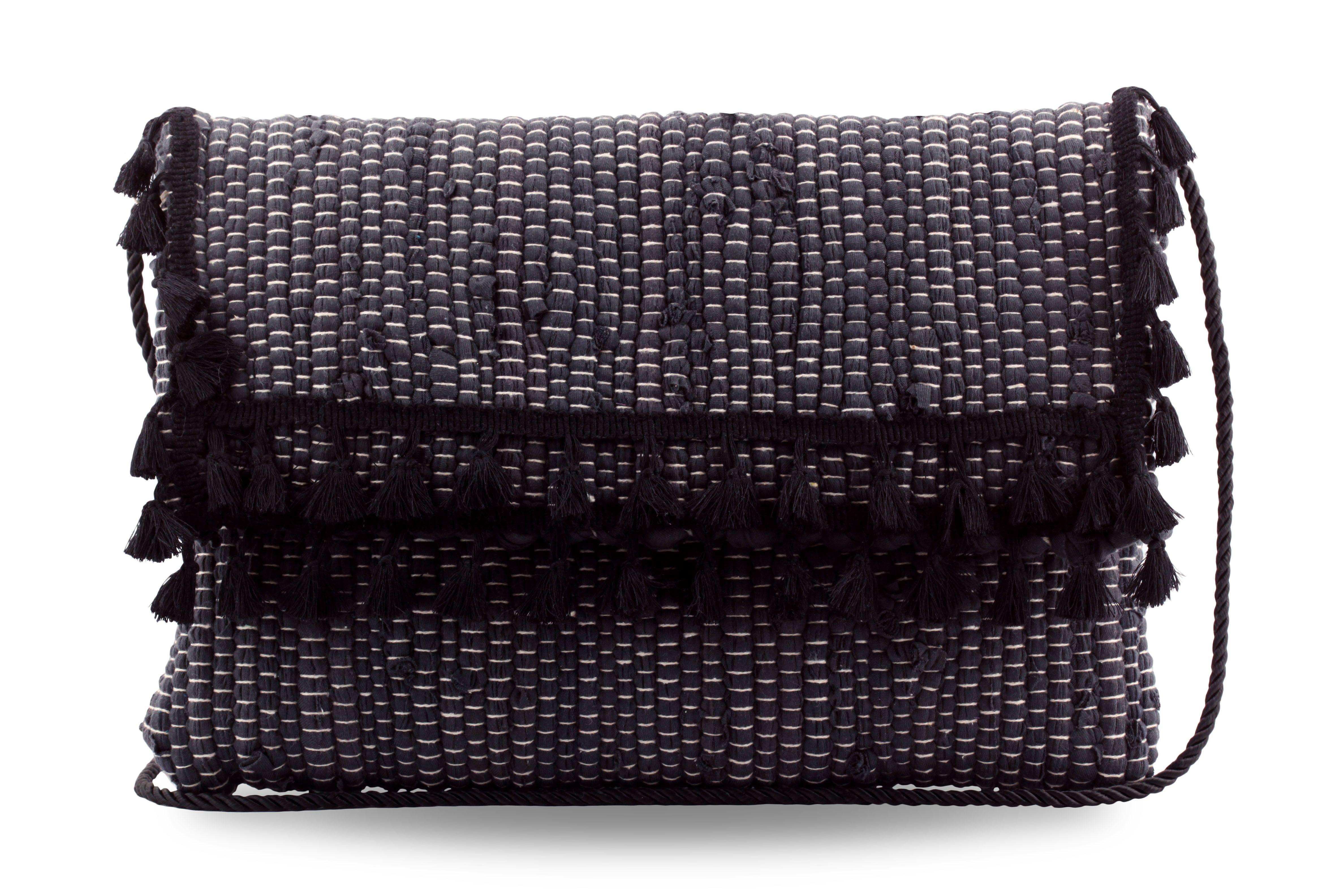 Χειροποίητη τσάντα από κουρελού με κρόσια και φουντί…  415abf43021