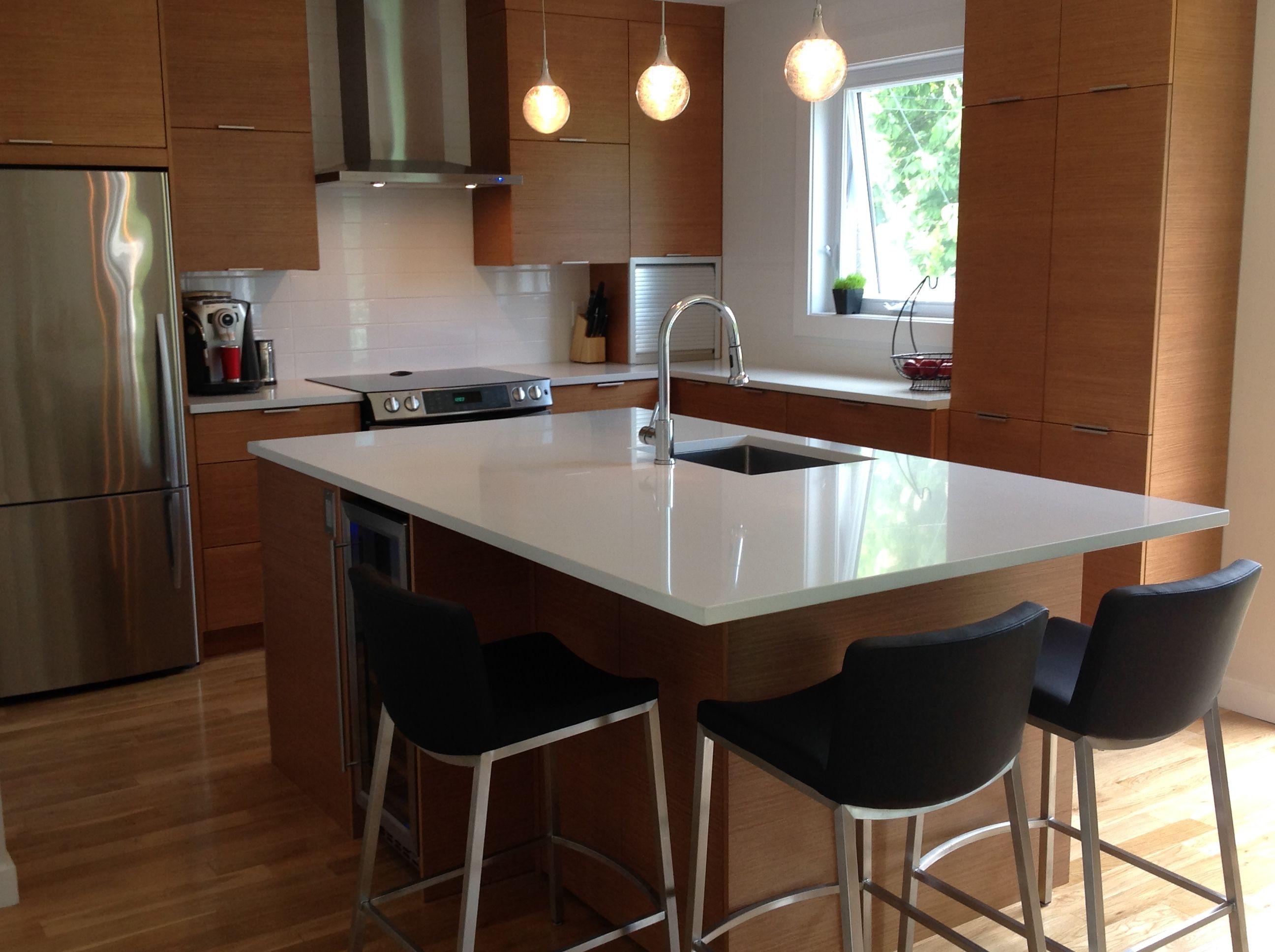 Cette cuisine fait en placage de bois volution hd met en for Placage cuisine