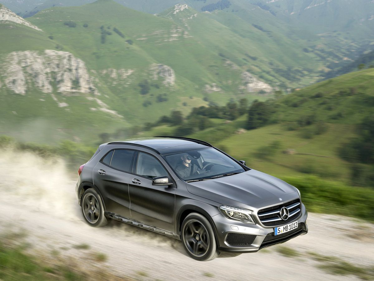 Mercedes Benz Chases Bmw With New Gla Suv Mercedes Gla Benz
