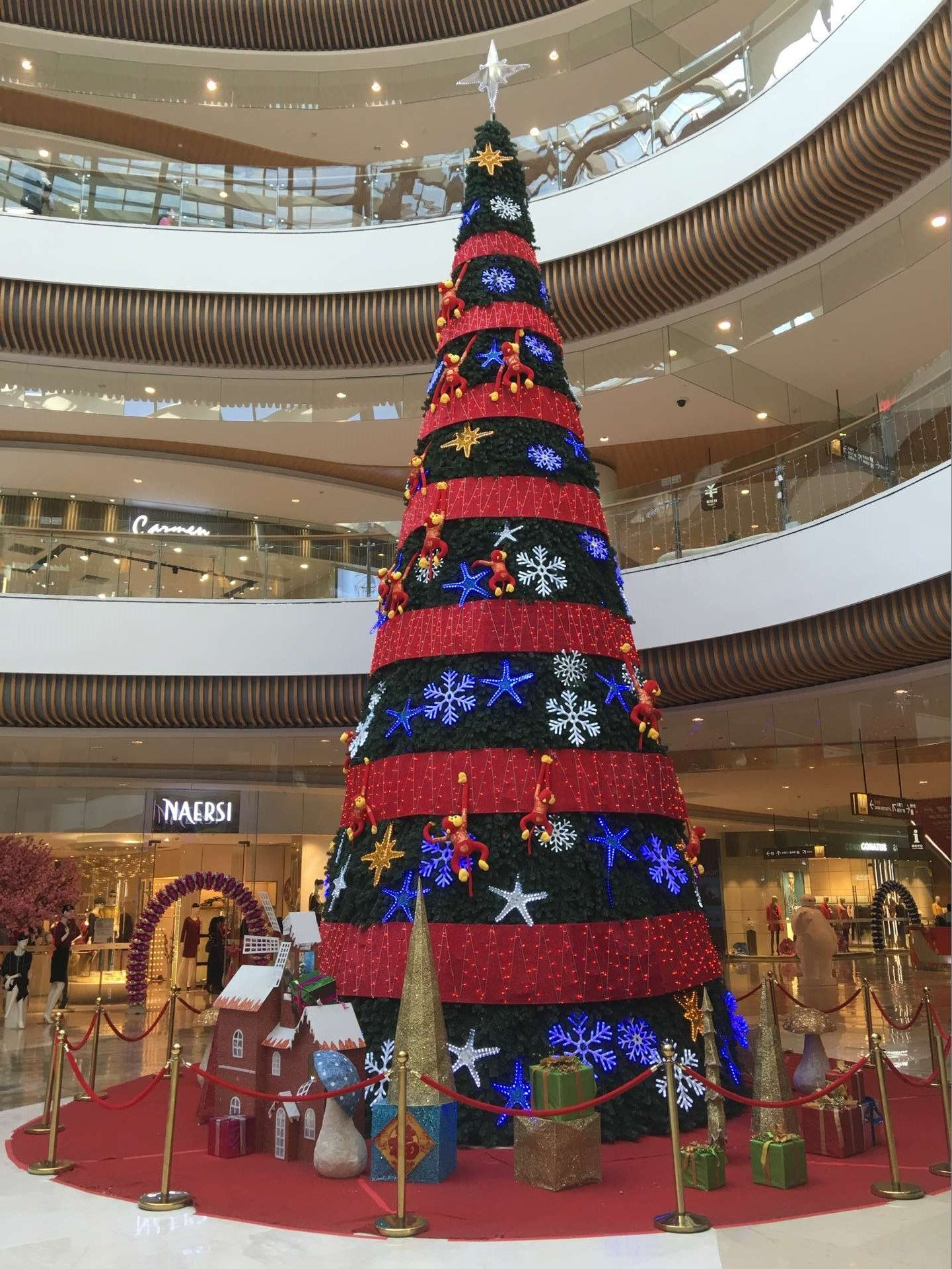 Mall decorative lighted commercial Christmas tree ...