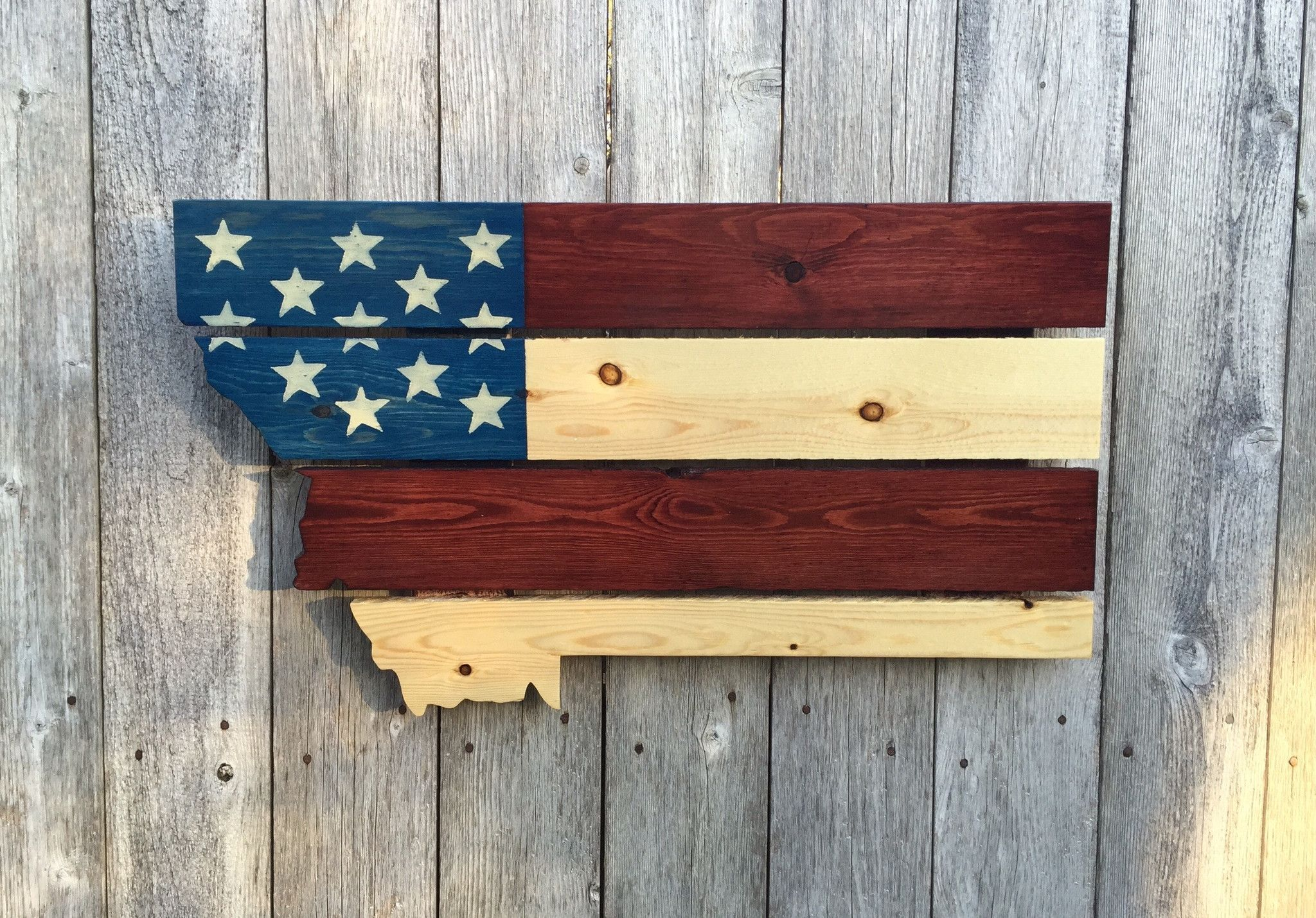 This jigsawed Montana is handmade out of upcycled pallets ...