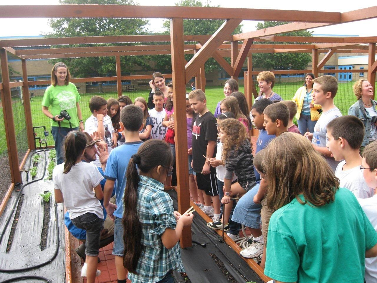 Our larger School Garden Systems are able to accommodate several classes at once and make wonderful outdoor classrooms!