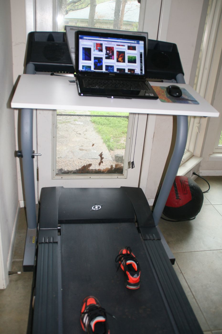diy treadmill desk. i wiiiiiiish i could put something like this in