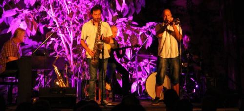 """En una noche veraniega el público disfrutó con el concierto de """"Costa del Soul"""" en los jardines de La Najarra"""