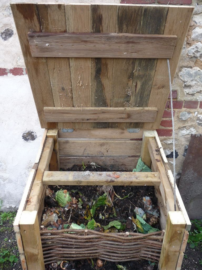 faire son compost pour le potager en carr s compost. Black Bedroom Furniture Sets. Home Design Ideas