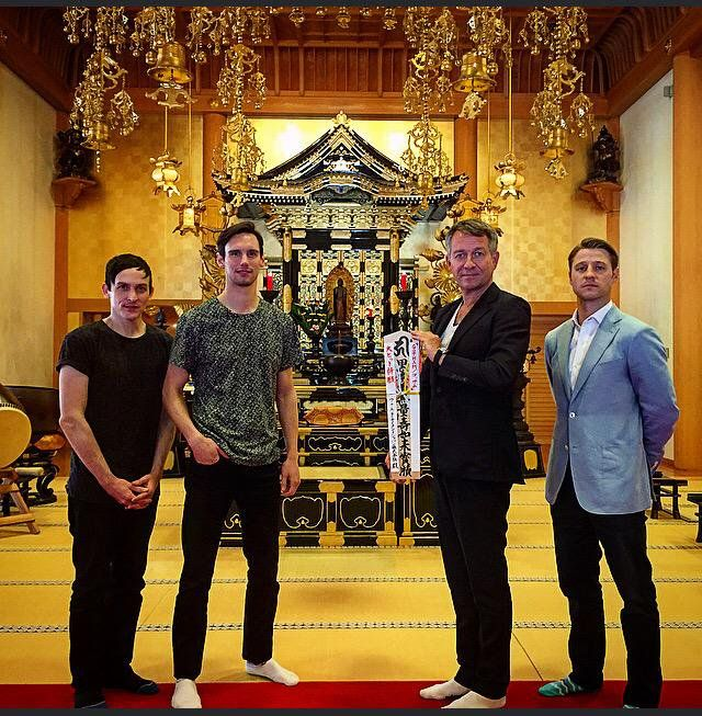 """Sean Pertwee on Twitter: """"Deeply honored at Zojoji Temple home of the Black Buddah. Gotham Dai Hitto Kegan (Big Hit Ceremony) http://t.co/XKf0CuUjZ7"""""""